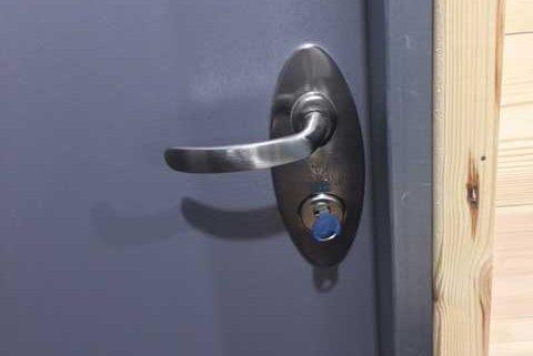 תיקון דלתות